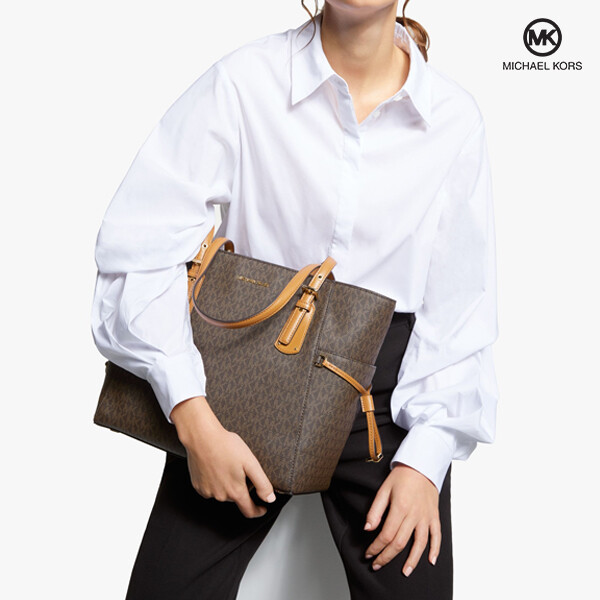 Michael Kors 마이클코어스 Voyager East West Signature Tote 토트백