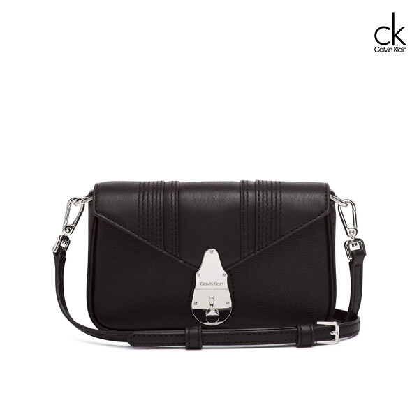 Calvin Klein 캘빈클라인 Lock Linear Stitch Quilted Daytona Leather Statement Crossbody 크로스백