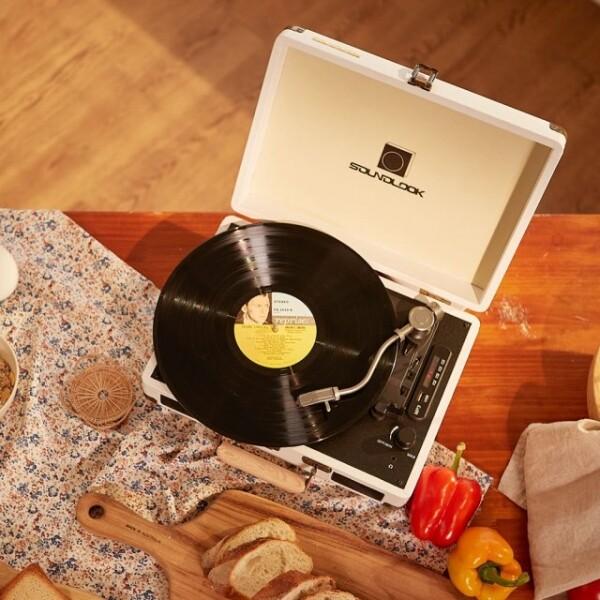 LP입문자 상품만족도 1위! 가격과 기능 한번에잡은 사운드룩 가방형 LP턴테이블 SLT-100BT (블루투스 스피커기능탑재 / 화이트,블랙)