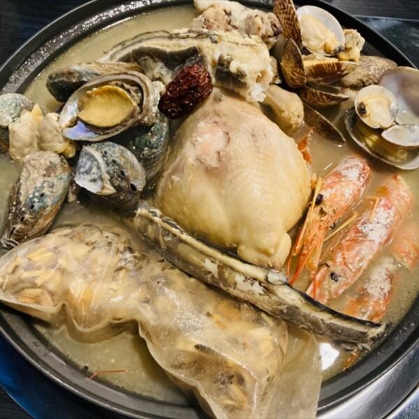 역대급 보양식! 해왕탕 (생물 바다장어 1미 + 8호 닭 1마리 + 전복 10마리 + 생합 500g + 랍스타새우 3마리 + 국내산 대추약재 1팩 + 야관문 한주머니 + 거름망 1개)